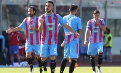 I rossazzurri dopo un gol al Massimino