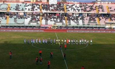 Catania e Monopoli schierate a centrocampo, prima del match